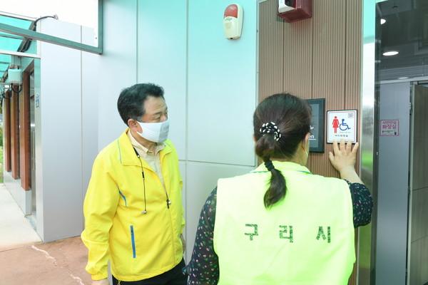 ▲ 안승남 구리시장, 장자호수생태공원 장애인 편의시설 점검